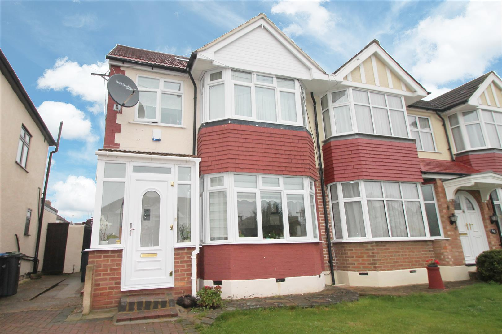 4 Bedrooms Semi Detached House for sale in The Fairway, Palmers Green, London N13